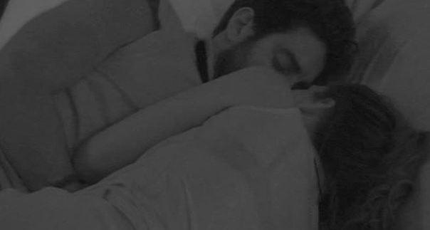 gf13-bacio-diletta-roberto