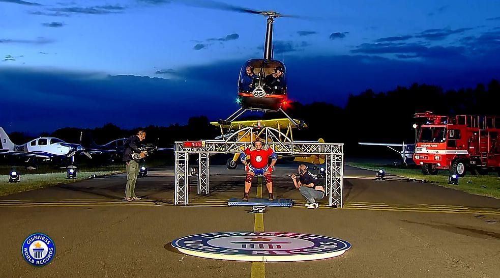 elicottero-sulla-schiena-show-dei-record-6